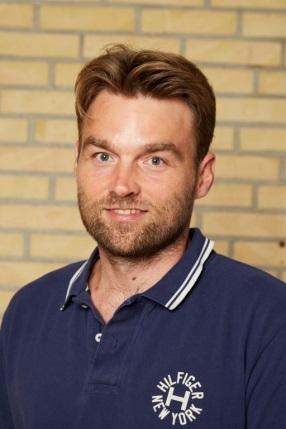 Simon Baadsgaard Bruun (SB)